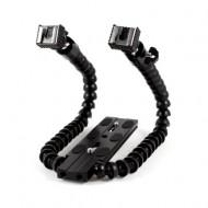 Dual arm flash bracket for macro