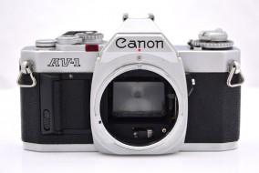 body Canon AV-1 chrome trưng bày