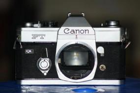 body canon FT trưng bày