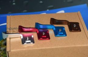 Hot shoe thumb grip metal-tay cầm giữ vững máy
