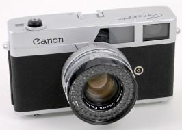 máy ảnh Canonet trưng bày