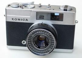 máy ảnh Konica ee matic trưng bày