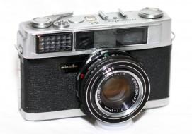 máy ảnh Minolta AL trưng bày